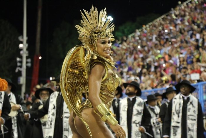 Gracyanne Barbosa desfilou pela União da Ilha