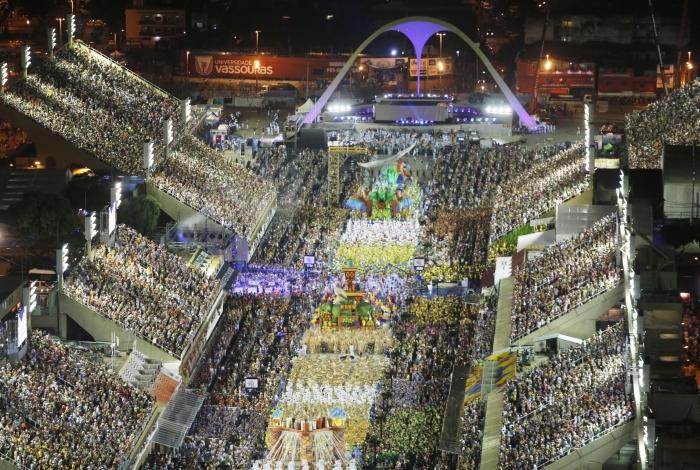 Portela desfila no Sambódromo do Rio de Janeiro.