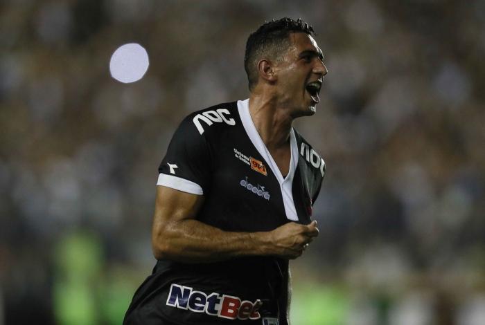 Danilo Barcelos comemora o seu gol, o do empate do Vasco contra o Avaí