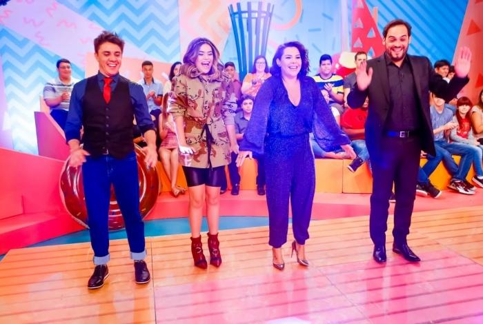 Ao lado do companheiro de palco Oscar Filho, Maisa Silva recebe a atriz e apresentadora  Fernanda Souza e o humorista Matheus Ceará, na estreia do Programa da Maisa