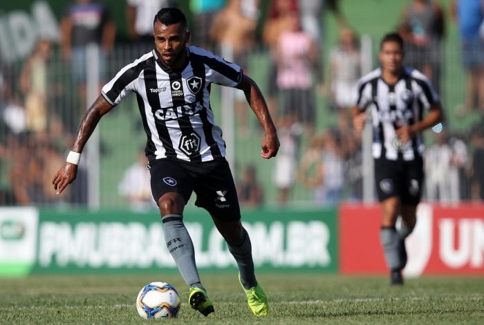 O volante Alex Santana foi um dos destaques do Botafogo no Campeonato Carioca