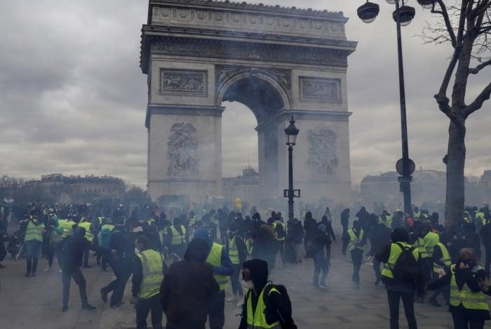 França registra novos protestos dos 'coletes amarelos'.
