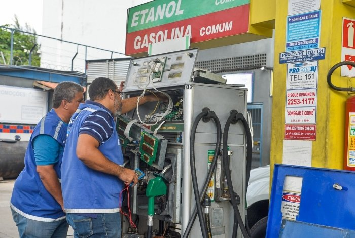 Operação Bomba Limpa realizada em postos de gasolina na Zona Oeste, Rio de Janeiro.