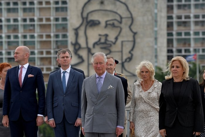 Britain's Prince Charles (C) and his wife Camilla (2-R), accompanied by Cuba's Deputy Minister of Foreign Affairs Ana Teresita Gonzalez (R) and other authorites, attend the wreath-laying ceremony at Revolution Square in Havana on March 24, 2019. - Britain's Prince Charles and his wife, the Duchess of Cornwall, will make the first royal visit to communist-run Cuba at a time when ally Washington is seeking to ramp up sanctions against the island. (Photo by Yamil LAGE / AFP)