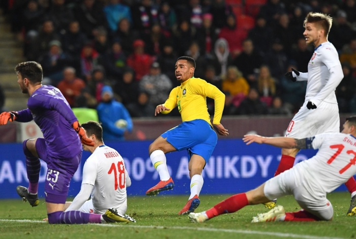Brazil's forward Gabriel Jesus scores during the friendly football match between the Czech Republic and Brazil at the Sinobo Arena in Prague, Czech Republic on March 26, 2019. (Photo by JOE KLAMAR / AFP)