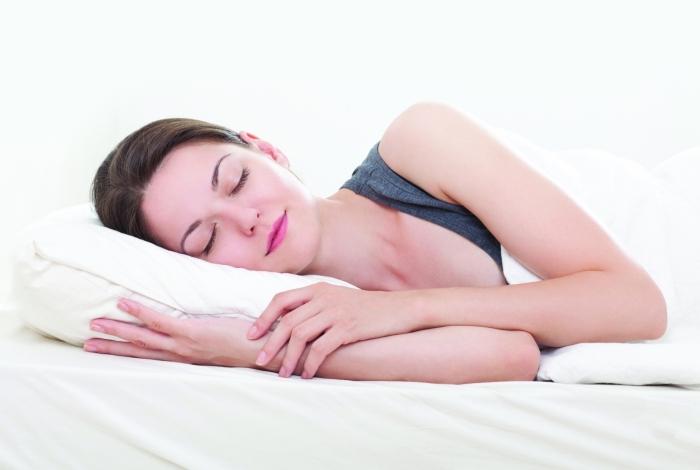 Nutricionista lista alimentos que ajudam a regular o sono