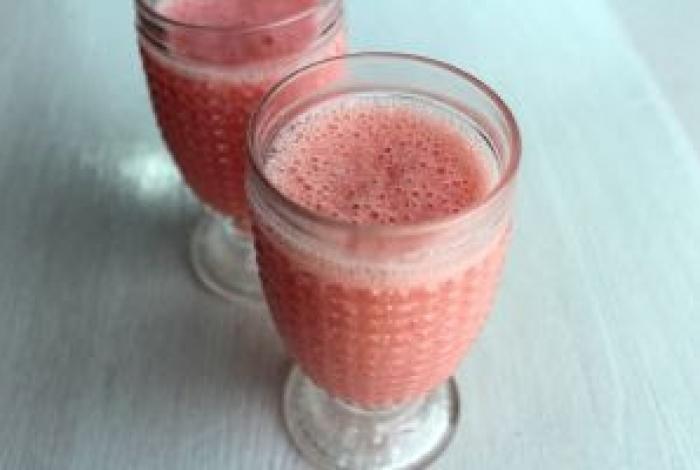 Receita de smoothie com goiaba, uma das frutas da época