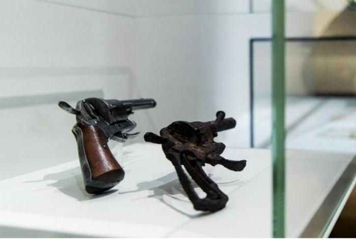 Revólver que teria sido usado pelo pintor Van Gogh para se matar vai a leilão