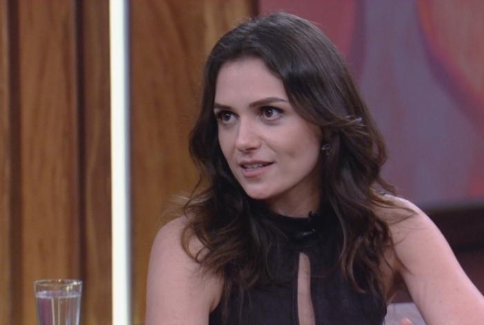 Mônica Iozzi é entrevistada por Pedro Bial