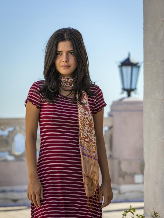 Laila (Julia Dalavia), em