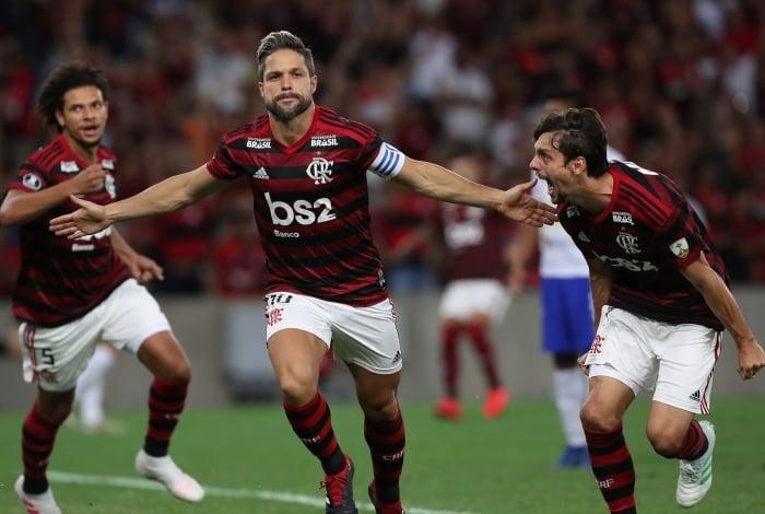 O apoiador Diego celebra o gol que abriu o caminho para a vitória rubro-negra