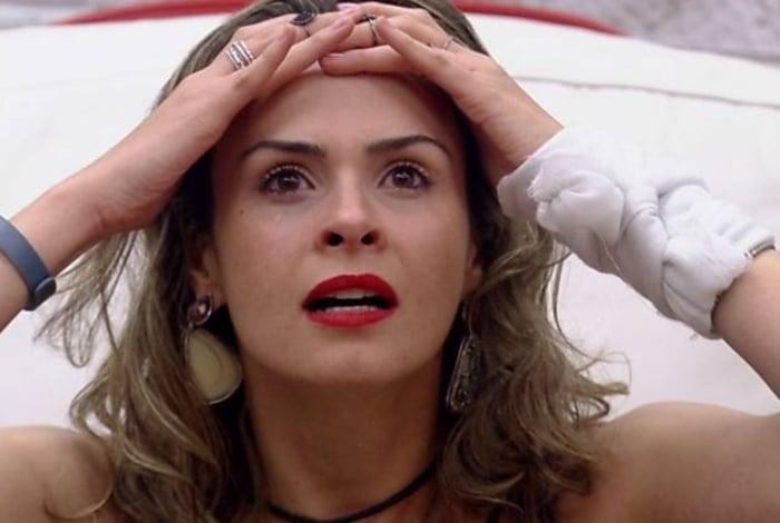 Ana Paula Renault bebeu demais e deu dois tapas em Renan