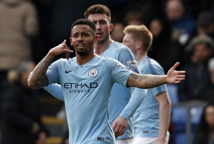 Gabriel Jesus marcou um gol irregular na partida