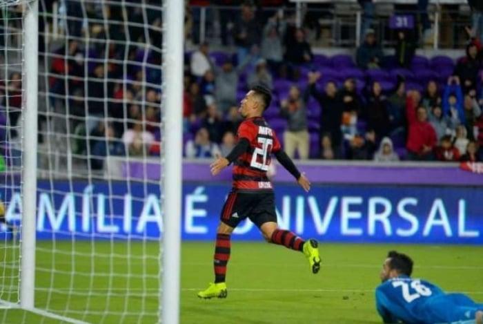 Uribe foi o destaque do Flamengo na partida