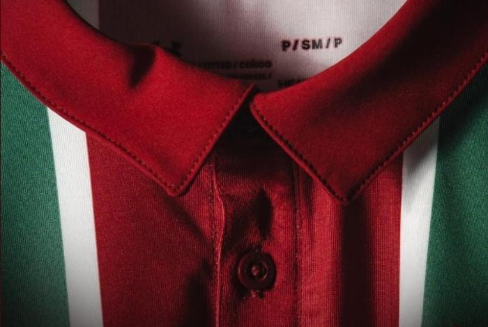 Detalhe da nova camisa tricolor do Fluminense