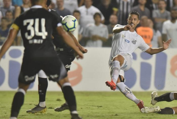 Jean Mota coloca com categoria e marca o segundo do Santos
