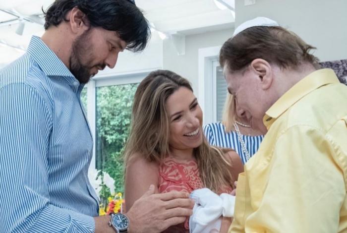 Filho recém-nascido de Patricia Abravanel faz circuncisão