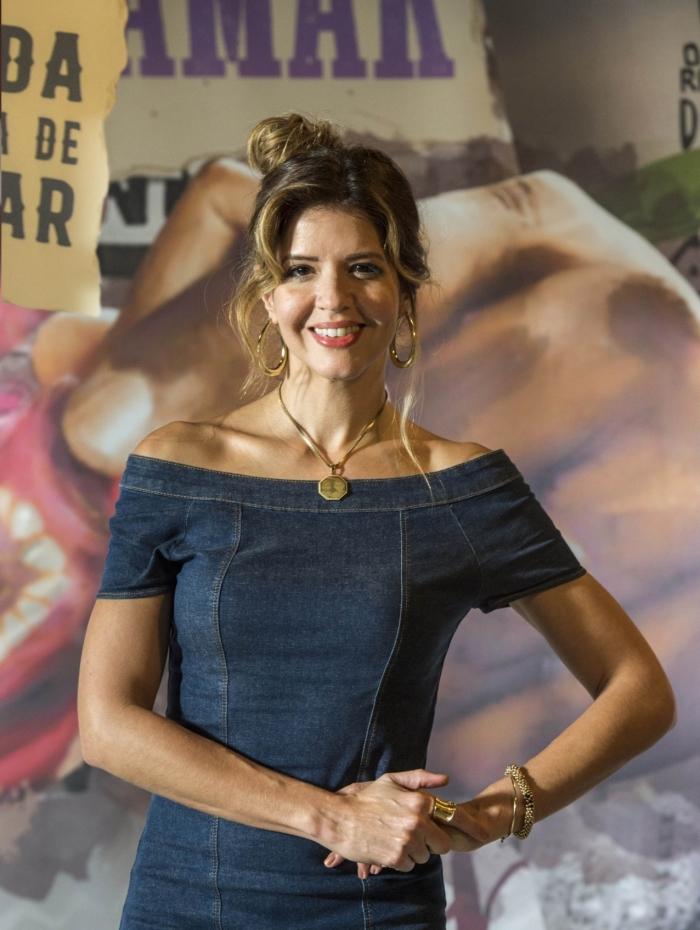 Carla ( Mariana Santos )