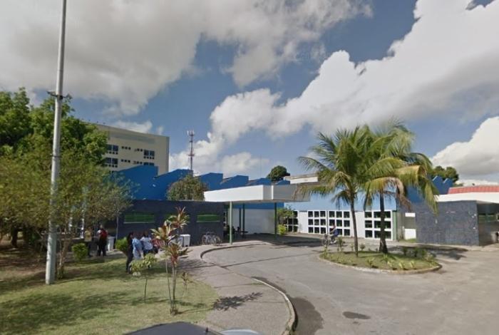 Jovem é baleada a caminho de passeio escolar na Baixada