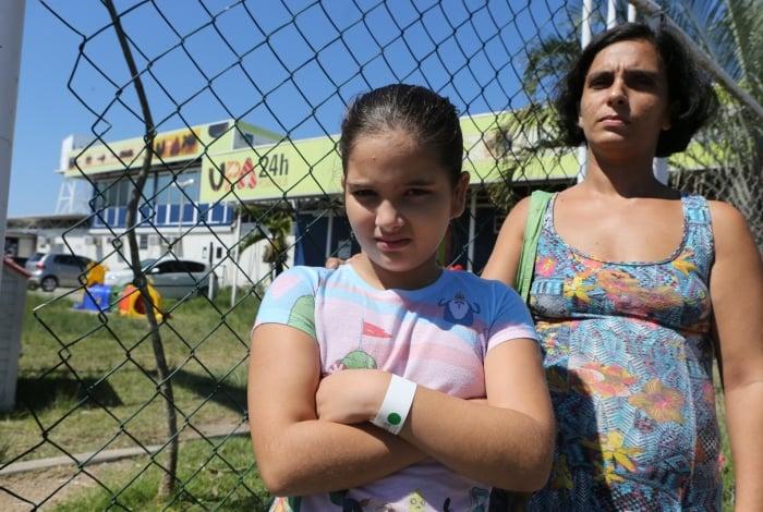 UPA Pediátrica da Ilha do Governador, no Cocotá. Juliana Teixeira Brás e sua filha Mirella Teixeira