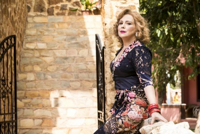 Ondina (Ana Beatriz Nogueira), em