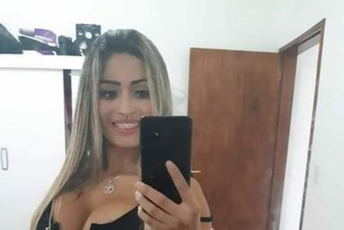 Dayane Rodrigues da Silva pagou R$ 1,5 mil pela operação, feita em sua própria casa