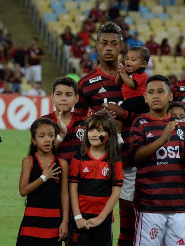 Com seus gols e sua entrega em campo, Bruno Henrique já é ídolo da criançada rubro-negra