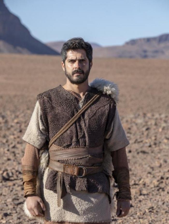 Elias (Iano Salomão), em