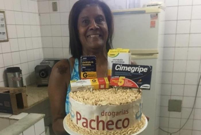 Dona Val teve um aniversário com temática da Drogaria Pacheco