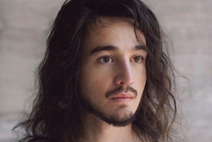 Tiago Iorc reapareceu e lançou álbum visual