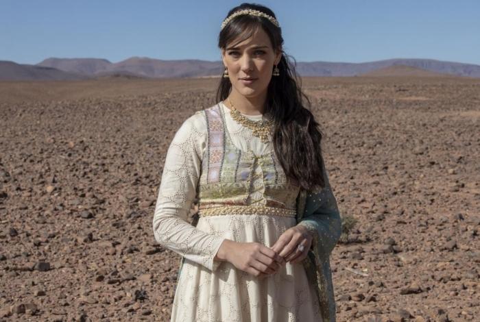 Aisha (Adriana Birolli), em