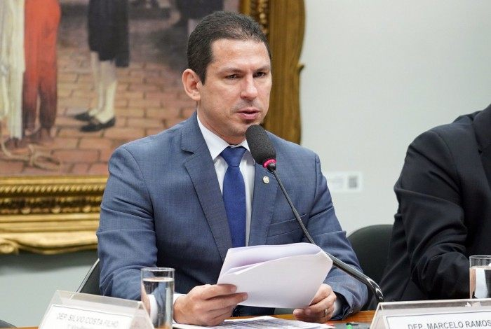 O vice-presidente da Câmara, o deputado Marcelo Ramos (PL-AM), criticou o fato de as ações terem sido adotadas por decreto, sem passar pelo crivo do Legislativo