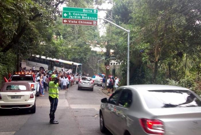Grupo se concentra na altura da Estrada de Itapicuru