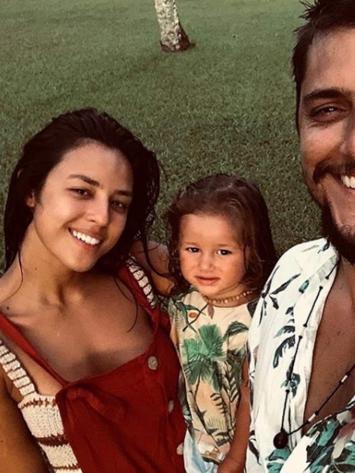 Yanna Lavigne com a filha, Madalena, e o marido, Bruno Gissoni