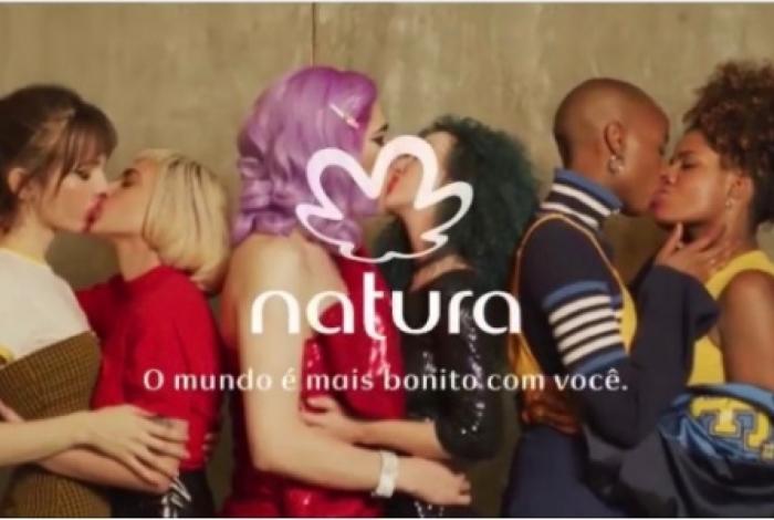 Nova campanha da Natura apresenta três histórias de amor entre mulheres