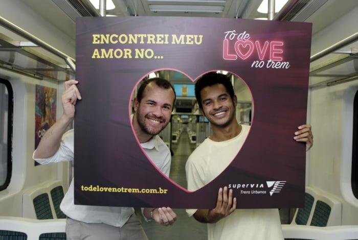 Celso Almeida (E) e Matheus Almeida se conheceram pela plataforma e se casaram