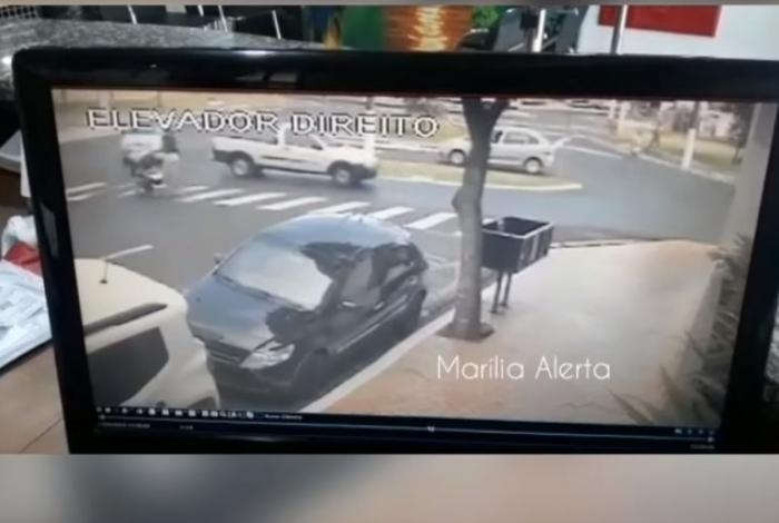 Mulher é atropelada com carrinho de bebê em cruzamento em Marilia (SP)