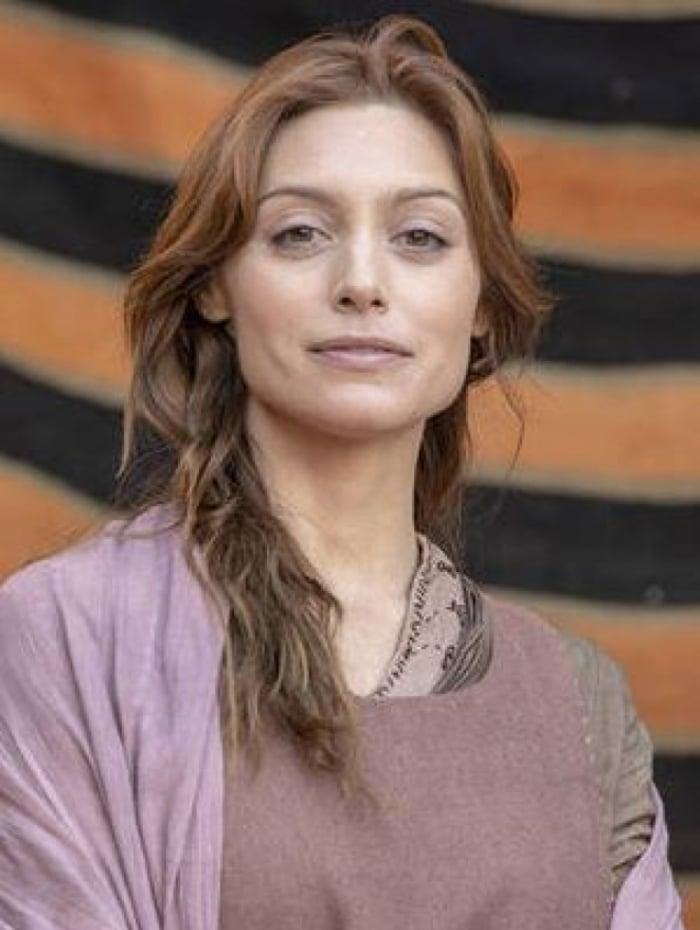 Temina (Juliana Schalch), em