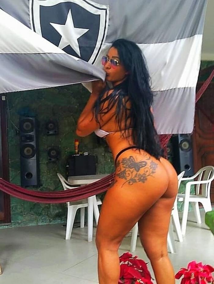 Daniela Menezes é torcedora do Botafogo - A Gata da Hora