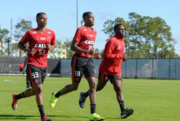 Klebinho (último à direita) está deixando o Flamengo