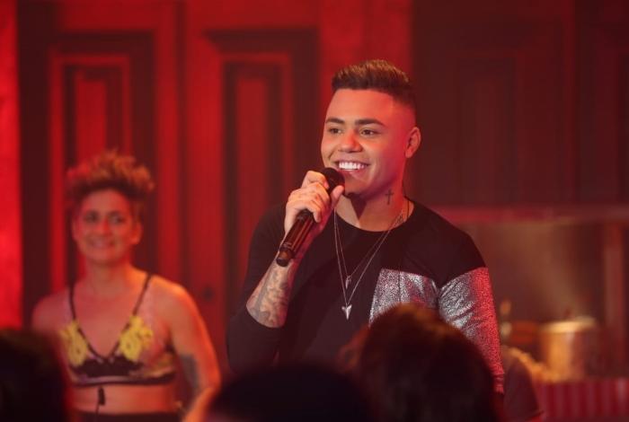 Felipe Araújo comemora o sucesso da música 'Espaçosa Demais'