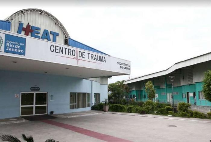 Idosa baleada dentro de casa no Jockey, em São Gonçalo foi socorrida no Hospital Alberto Torres