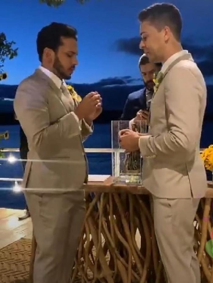 Famosos marcam presença no casamento de Carlinhos Maia e Lucas Guimarães