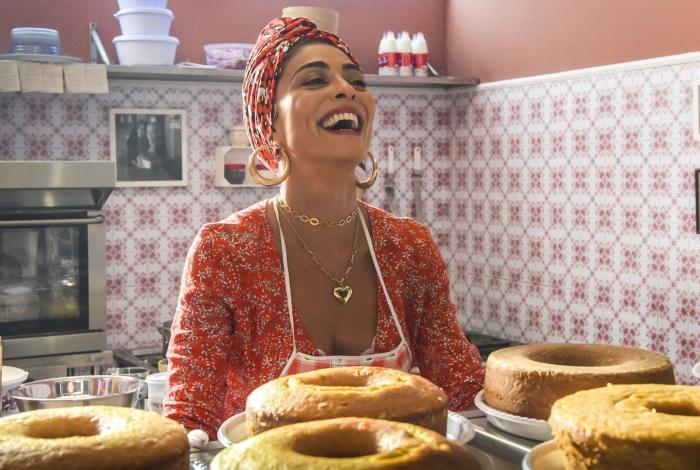 Após fazer bolos sem parar, Maria da Paz abre sua própria confeitaria