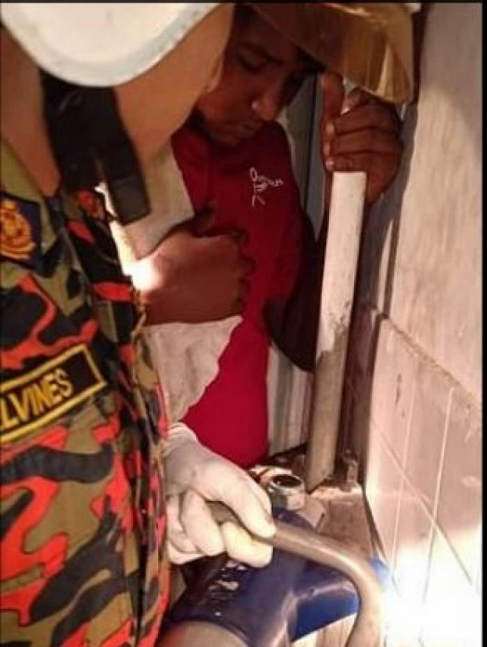 Adolescente ficou com a trosoba atochada no cano e foi socorrido por bombeiros