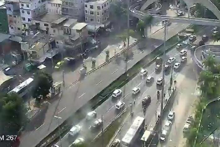 Autoestrada Lagoa-Barra apresenta congestionamento no sentido Lagoa por conta de fechamento da Avenida Niemeyer