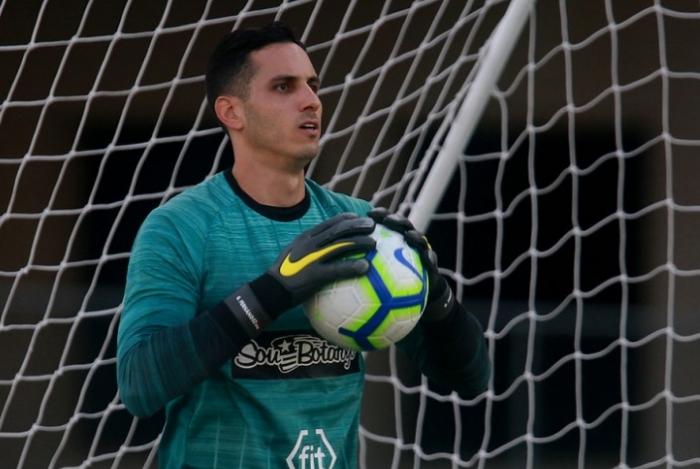Gatito Fernández quer permanecer mais tempo no Botafogo