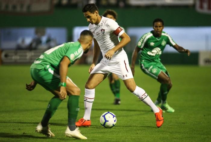 PH Ganso ensaia um drible: o meia foi o autor do gol de empate