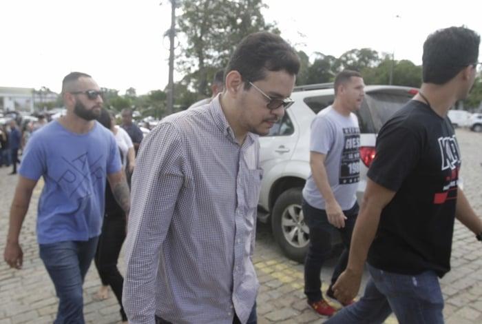 Flávio dos Santos Rodrigues, filho da deputada Flordelis, é apontado como o atirador que matou Anderson do Carmo, seu pai adotivo