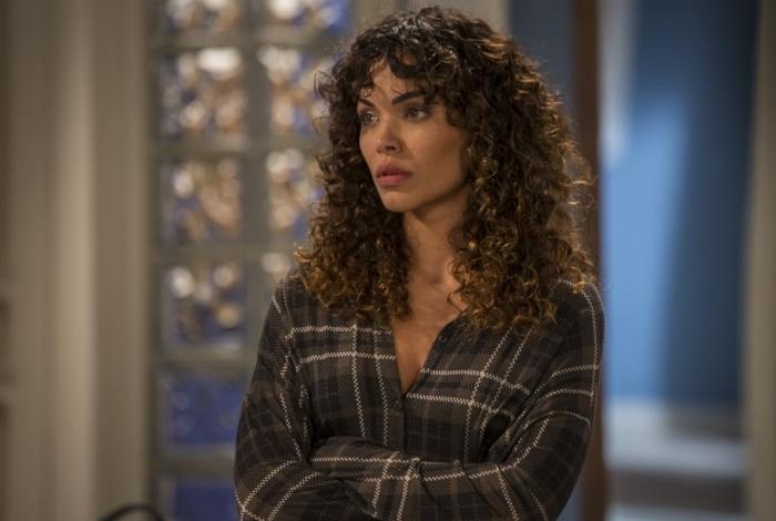 João (Rafael Vitti) fica surpreso quando Moana (Giovana Cordeiro) conta que espera um filho dele